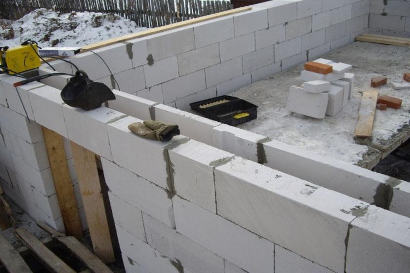 Что лучше для строительства: пеноблоки или газоблоки